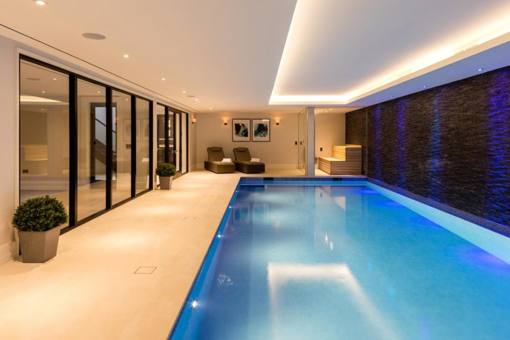 6 bedroom detached house for sale in coombe hill road - Swimming pools in kingston upon thames ...