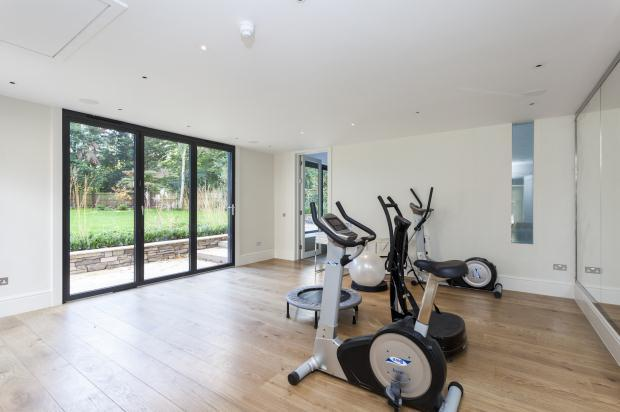 7 bedroom detached house for sale in warren cutting - Swimming pools in kingston upon thames ...