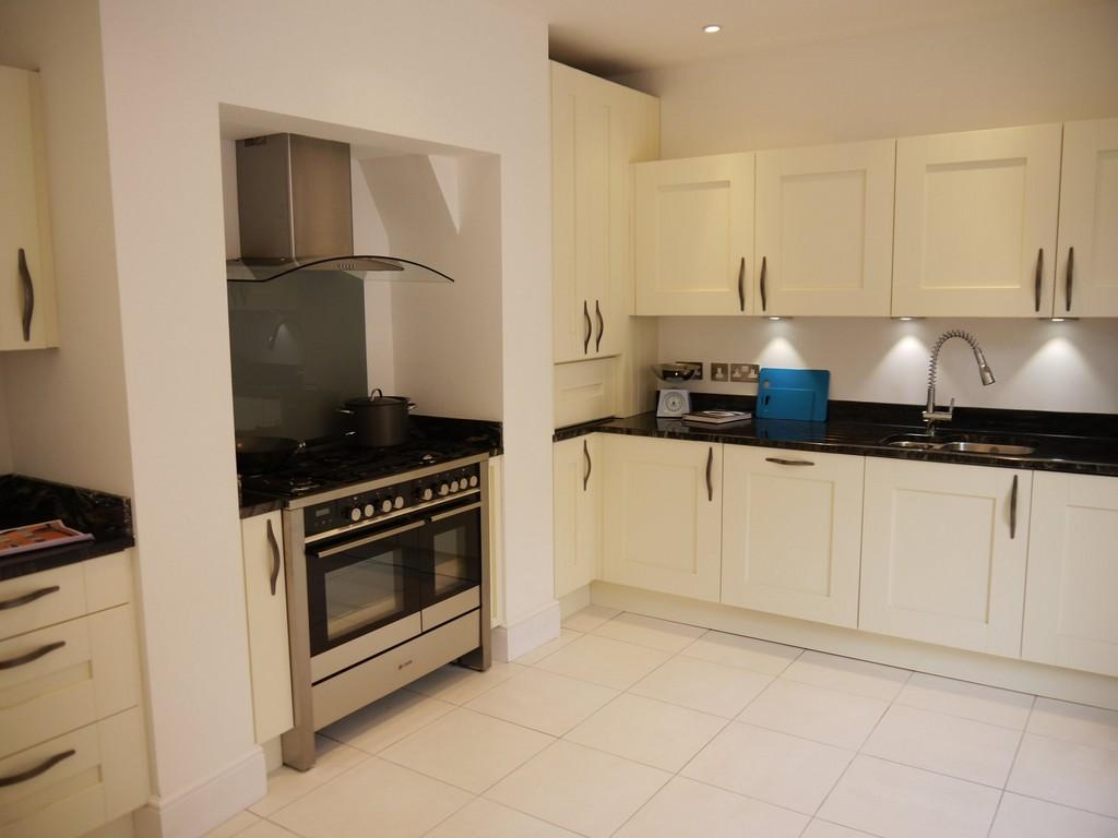 kitchen design around chimney breast 3 bedroom town house for in stratford 945