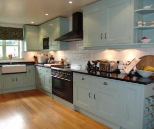 Range Cooker Design Ideas, Photos & Inspiration | Rightmove Home Ideas - Blue Range Cooker White Cabinet