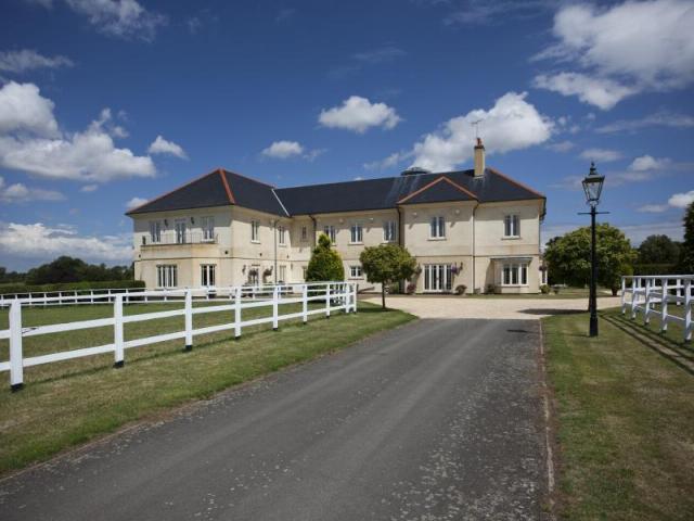 6 bedroom detached house for sale in hall road elsenham - Swimming pools in bishops stortford ...