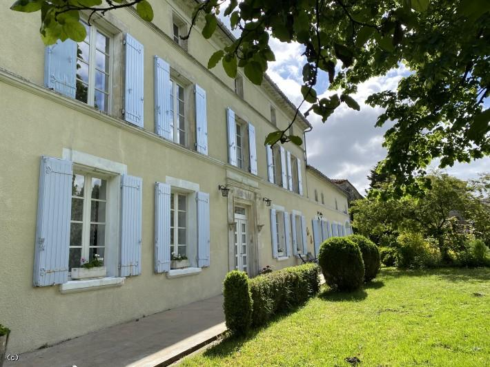 9 bedroom house in Nercillac, Charente...