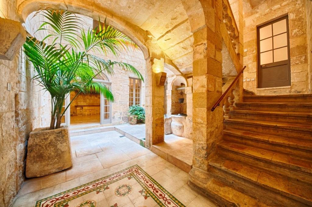 Character Property in Valletta