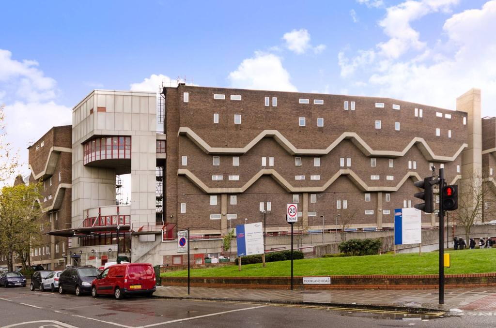 3 Bedroom Flat For Sale In Southwyck House, Clarewood Walk