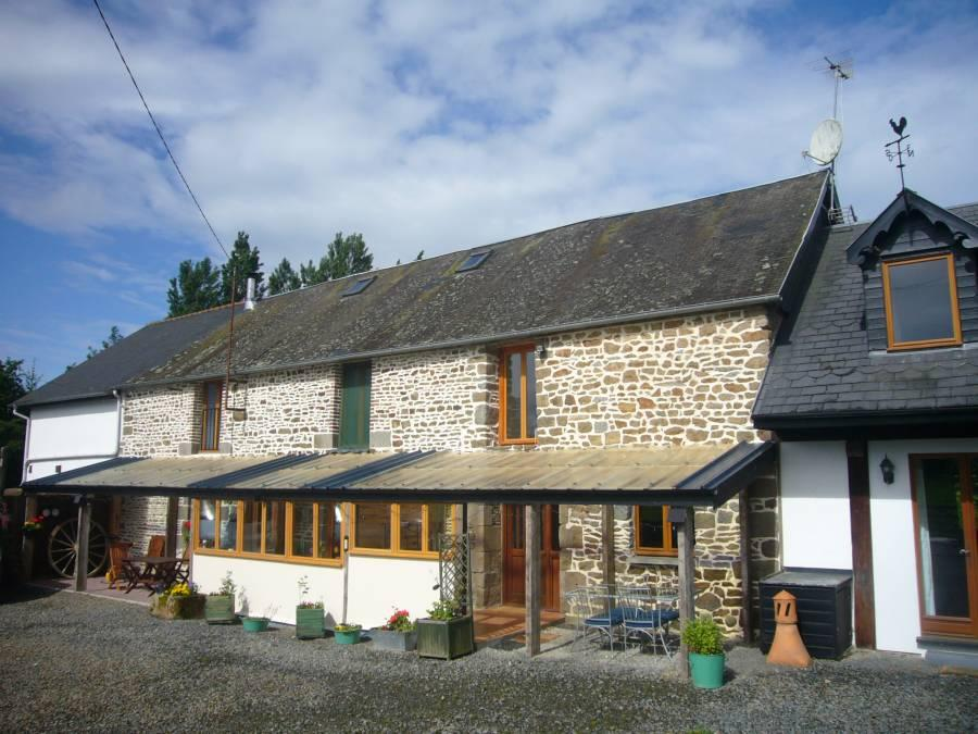 Detached home in St-James, Manche...