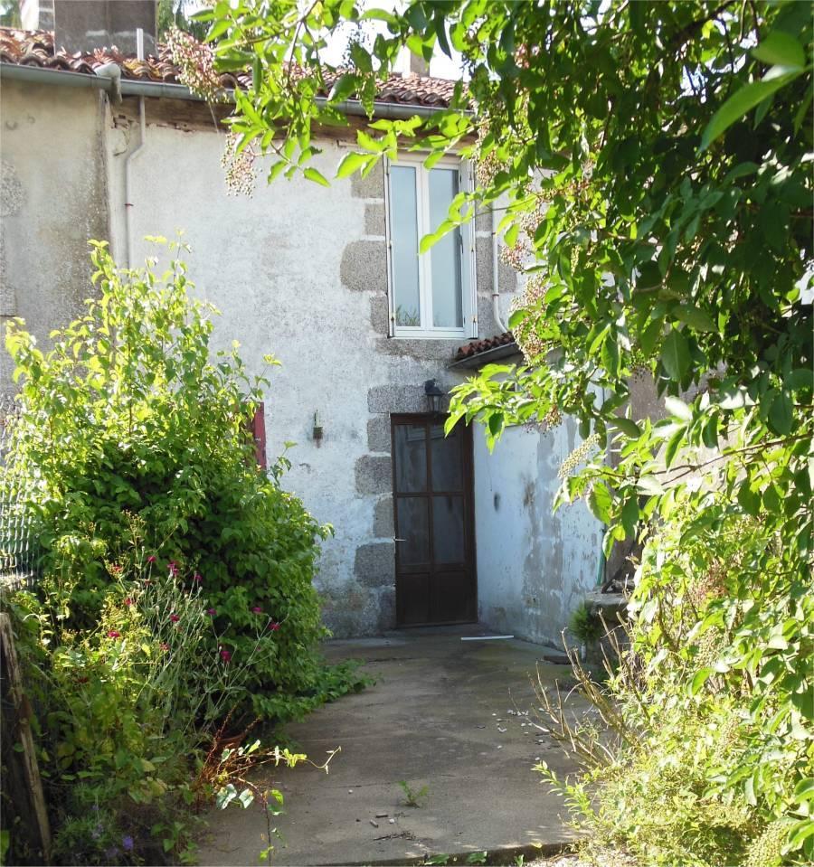 Cottage for sale in L`Absie, Deux-Sèvres...