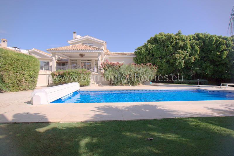 Villa for sale in Duquesa, Málaga...