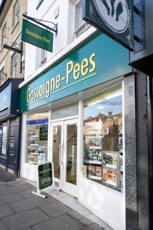 Gascoigne-Pees, Farnhambranch details