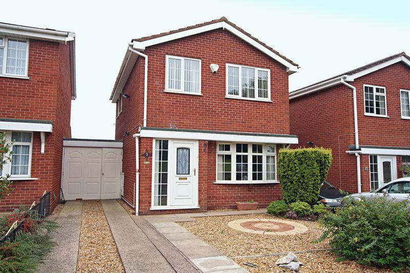 3 Bedroom Link Detached House For Sale In Windsor Close