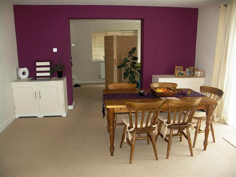 Feature wall dining room design ideas photos - Purple feature wall living room ideas ...