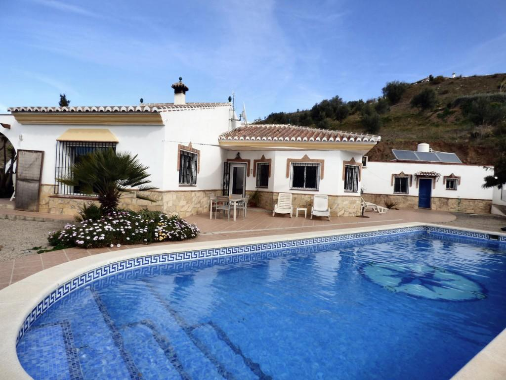 Villa for sale in Canillas de Aceituno...