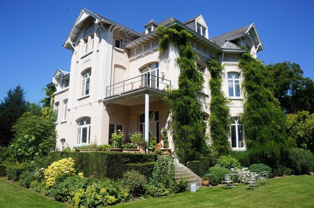 5 bedroom property in UCCLE,
