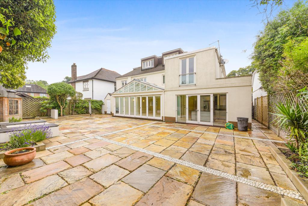 7 bedroom detached house for rent in Beverley Close ...