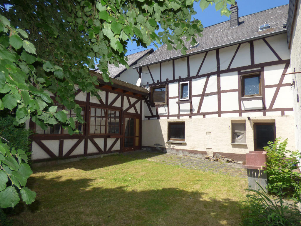 5 bed Detached property for sale in Treis - Karden...