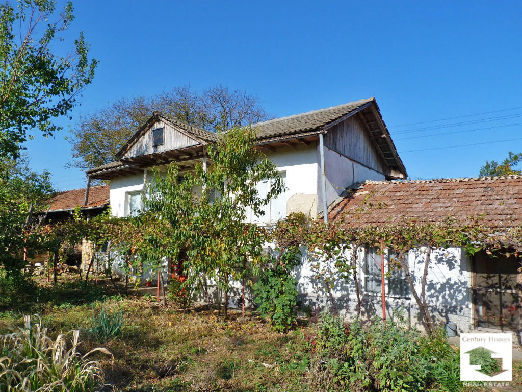 Detached home in Polski Trumbesh...