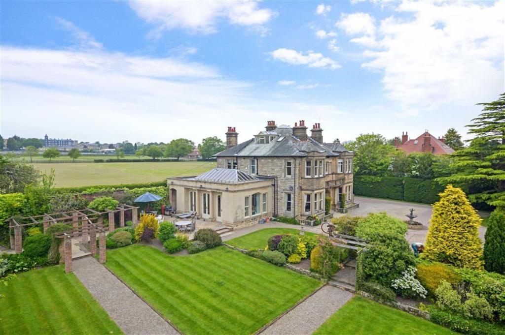 6 Bedroom Detached House For Sale In Rossett Green Lane