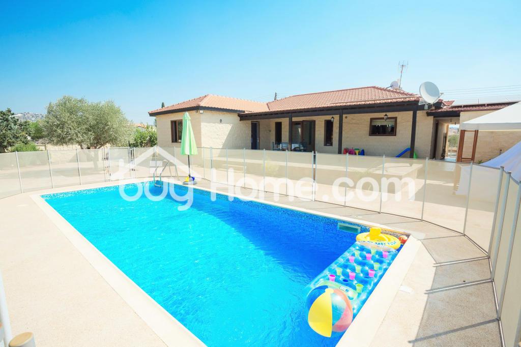 4 bedroom Bungalow for sale in Larnaca, Alethrikon