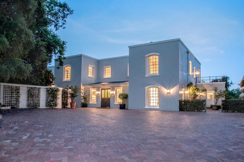 6 bed house in Zwaanswyk, Cape Town...