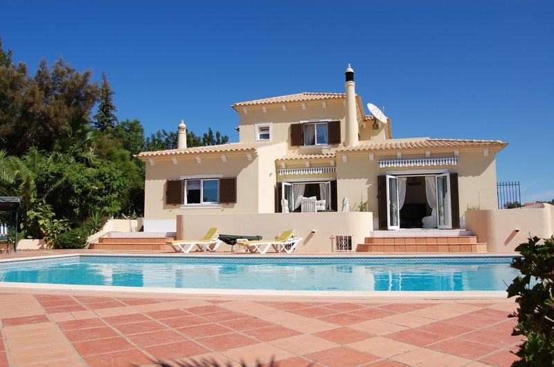 Villa in Large 4 bed villa with a...