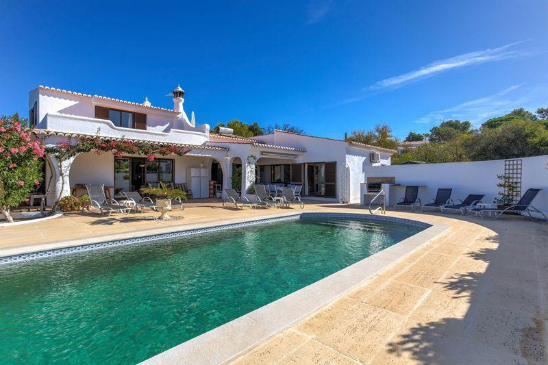 6 Villa for sale