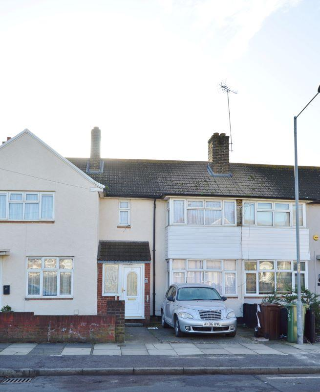 3 Bedroom Terraced House For Sale In Shaw Avenue, Barking