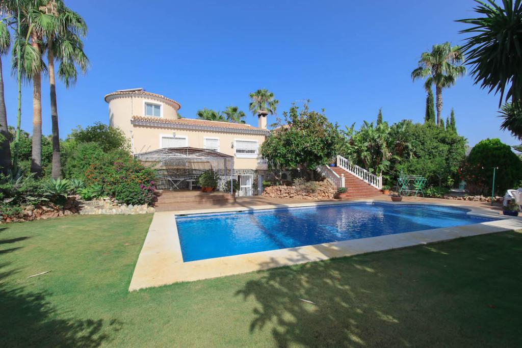 Detached Villa for sale in Alhaurín de la Torre...