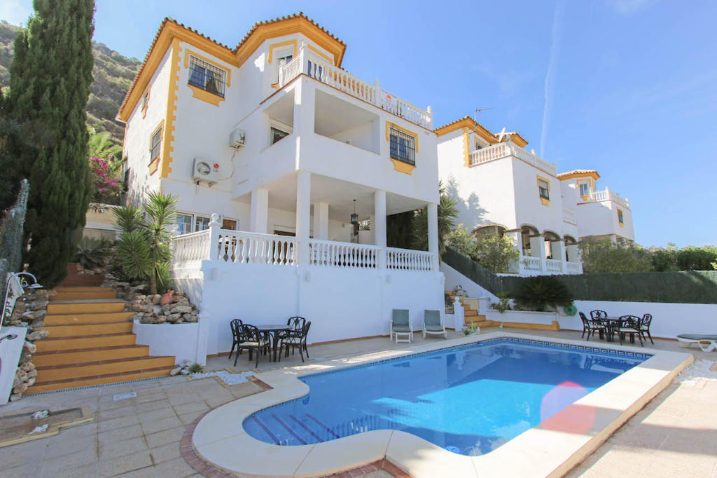 Detached Villa for sale in Coín, Málaga, Andalusia