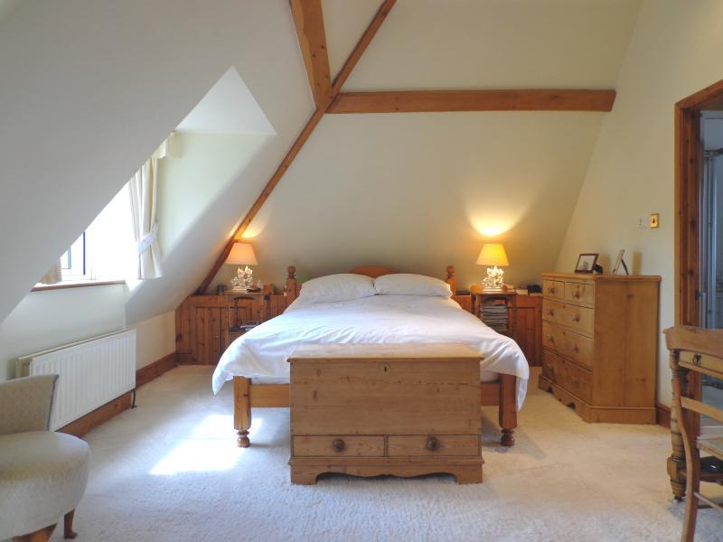 White pine bedroom design ideas photos inspiration - White and pine bedroom furniture ...