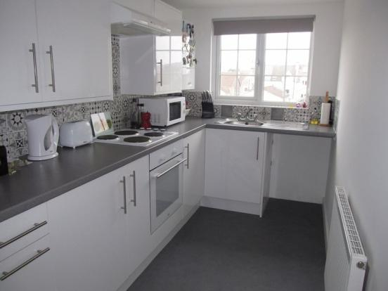kitchen design weston super mare 2 bedroom flat for in clarence road weston 361