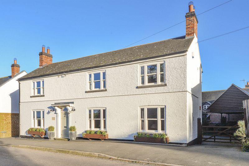 5 Bedroom Detached House For Sale In East Farndon Market