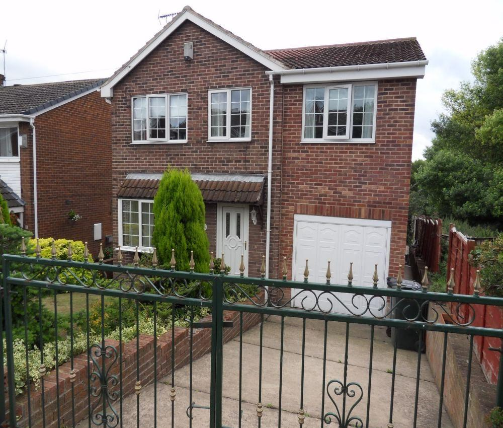 4 Bedroom Detached House For Sale 44266911: 4 Bedroom Detached House For Sale In Springfield Crescent