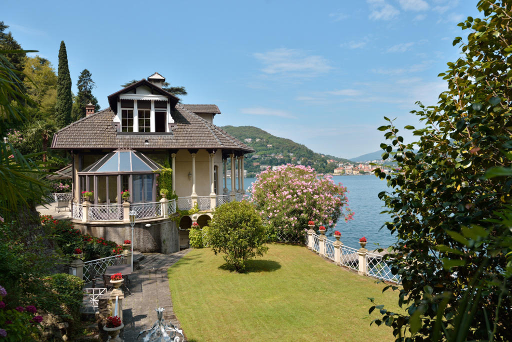 4 bed Detached Villa for sale in Lake Como, Lombardy...
