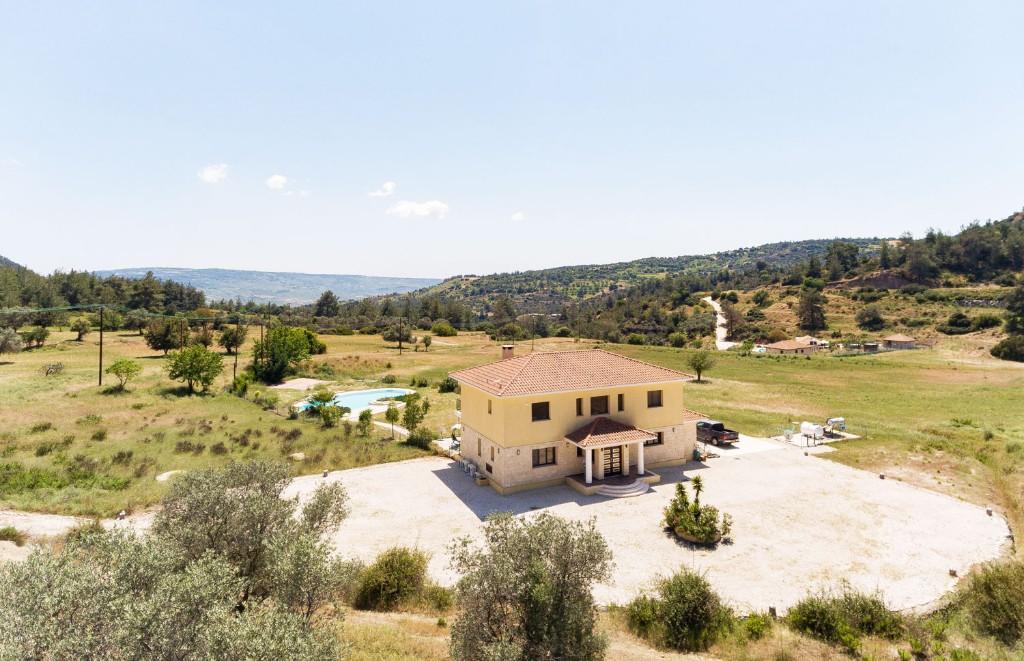5 bedroom Detached Villa in Lyso, Paphos