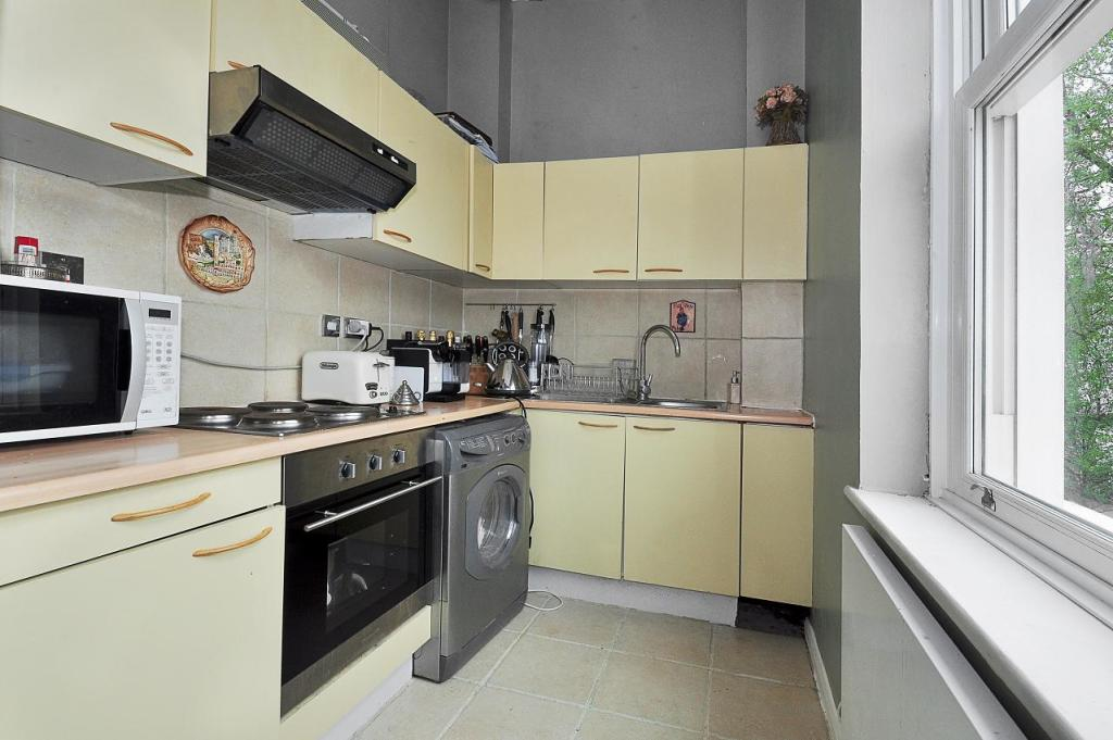 1 bed flat to rent in Wallingford Avenue, Notting Hill