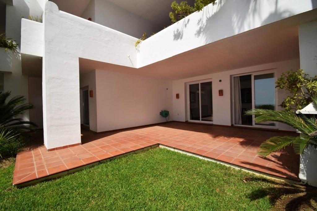 2 bedroom Apartment for sale in Benahavís, Málaga...