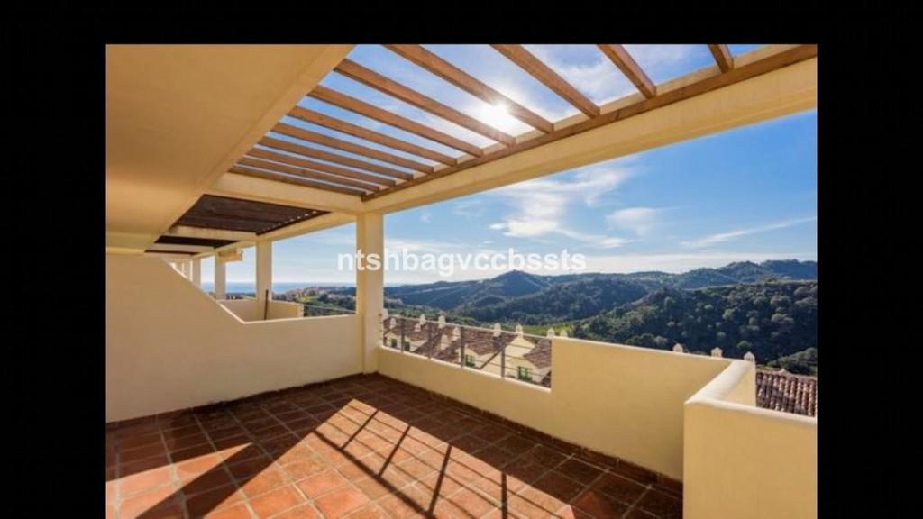 2 bedroom Penthouse for sale in Estepona, Málaga...