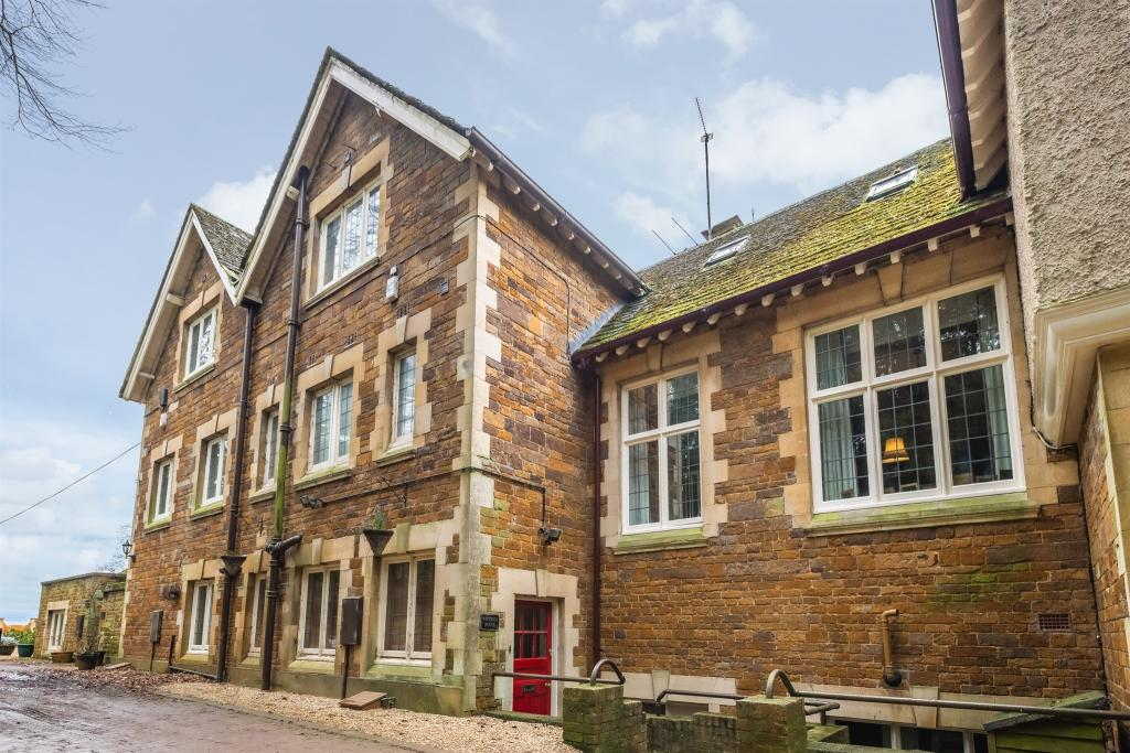 4 Bedroom Character Property For Sale In London Road Uppingham Oakham Le15
