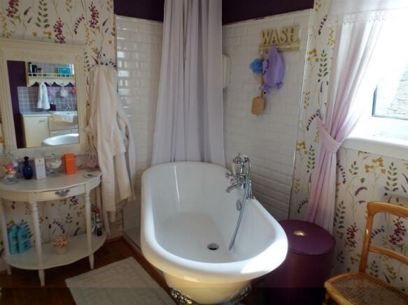 HILLCREST Bathroom
