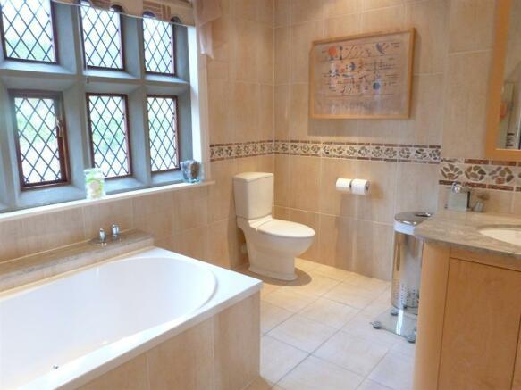 EN SUITE BATHROOM IMAGE TWO