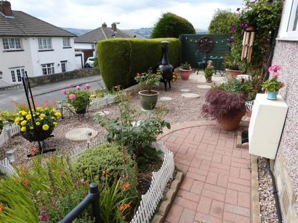 FRONT GARDEN IMAGE TWO