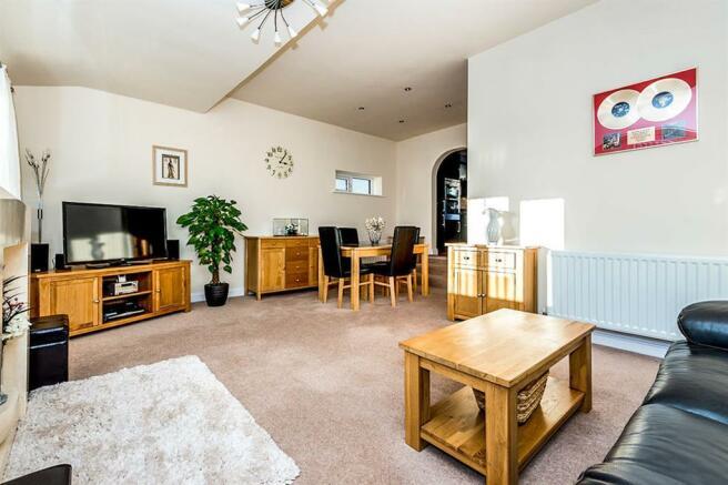 OPEN PLAN LIVING ROOM - DINING ROOM