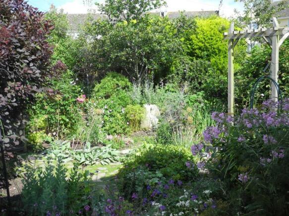 7266 garden.JPG