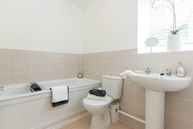 Doulton-Brook - bathroom - apartment-show-home-23