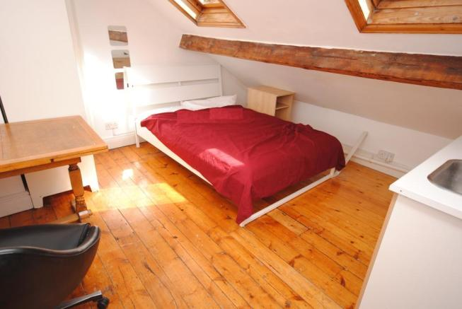 4 - Bed - 5 CR