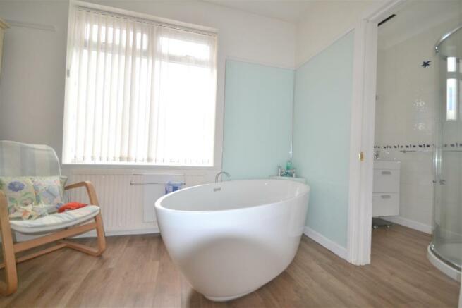 En Suite Bath / Dressing Room B1
