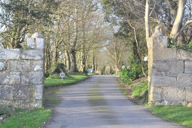 Kinegie Manor Entrance.JPG