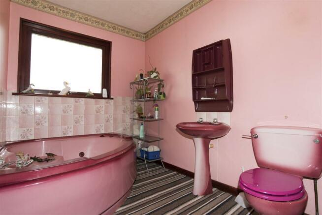 upstairs-bathroom-DS