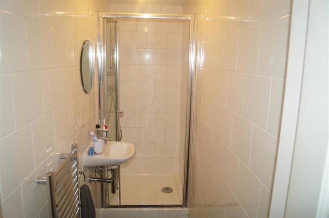 32 Balmoral Road SHOWER.JPG