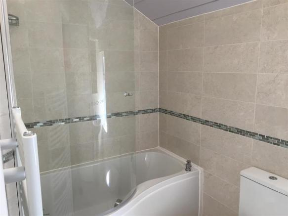1Palatine  bathroom.JPG