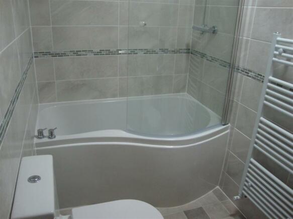 13 Palatine bathroom.jpg